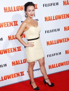 danielle-harris-height-weight-body-shape